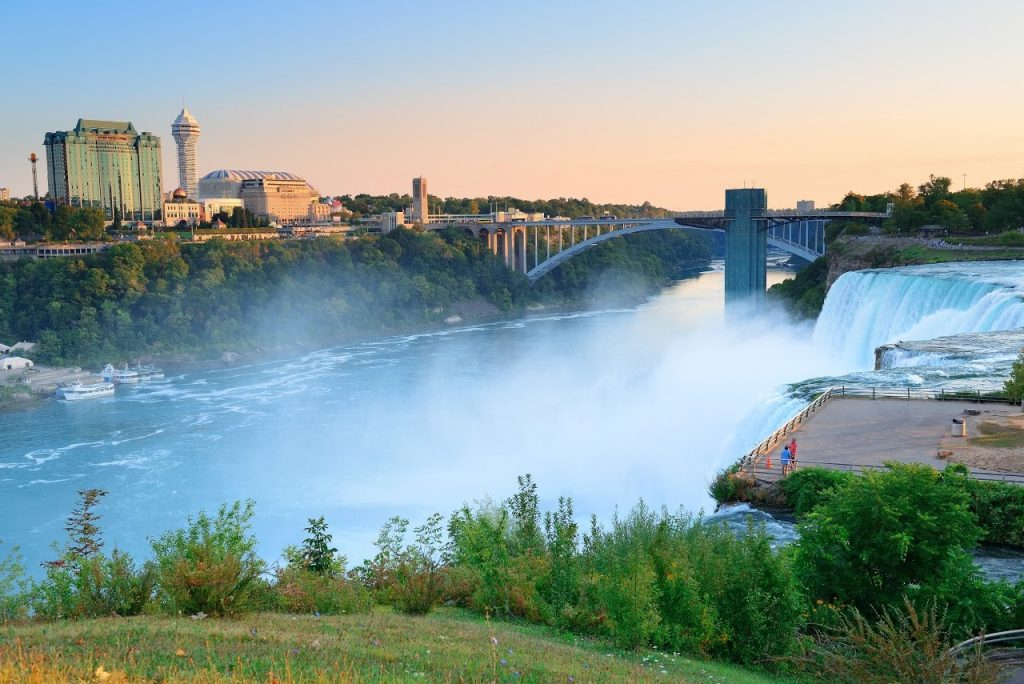 10 Must-See Places on the East Coast: Niagara Falls in New York