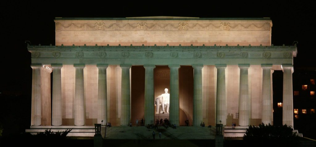10 Must-See Places on the East Coast: The Lincoln Memorial in Washington, D.C.