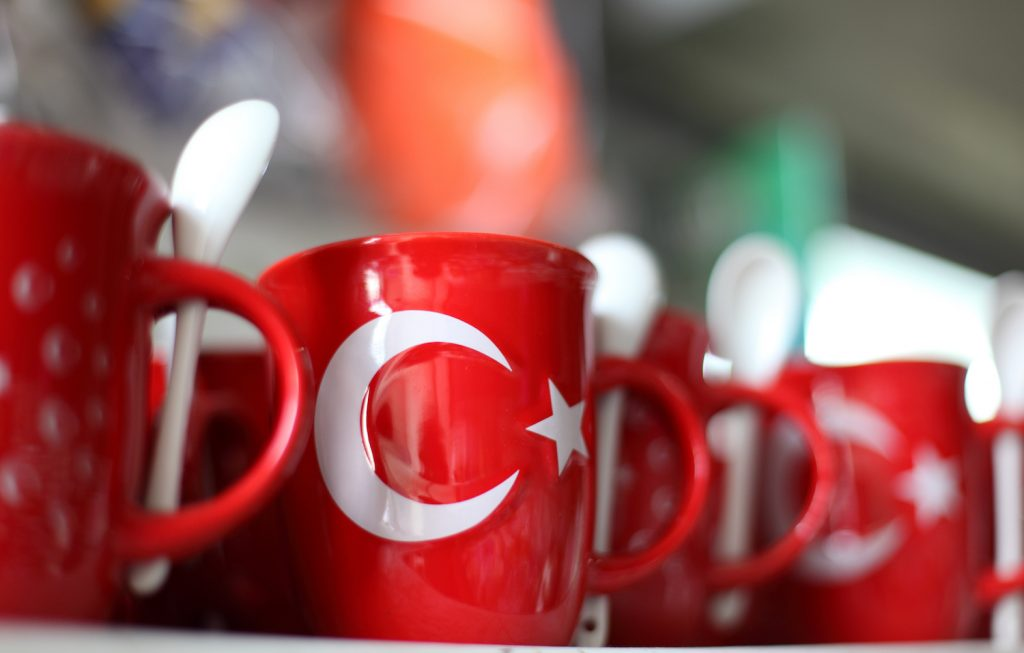 Souvenir mugs with turkish flag in Istanbul